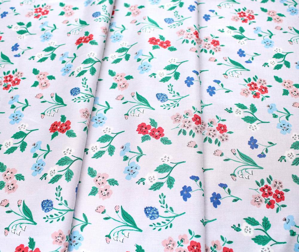Cloud9 Fabrics Natural Beauty 221901 Dereham Ditsy